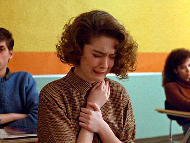 TWIN PEAKS.  Lara Flynn Boyle as Donna Hayward  in the pilot episode.  Originally aired April 8, 1990.   Copyright ©1990 CBS Broadcasting Inc. All Rights Reserved. Credit: CBS Photo Archive.  Image is a framegrab.